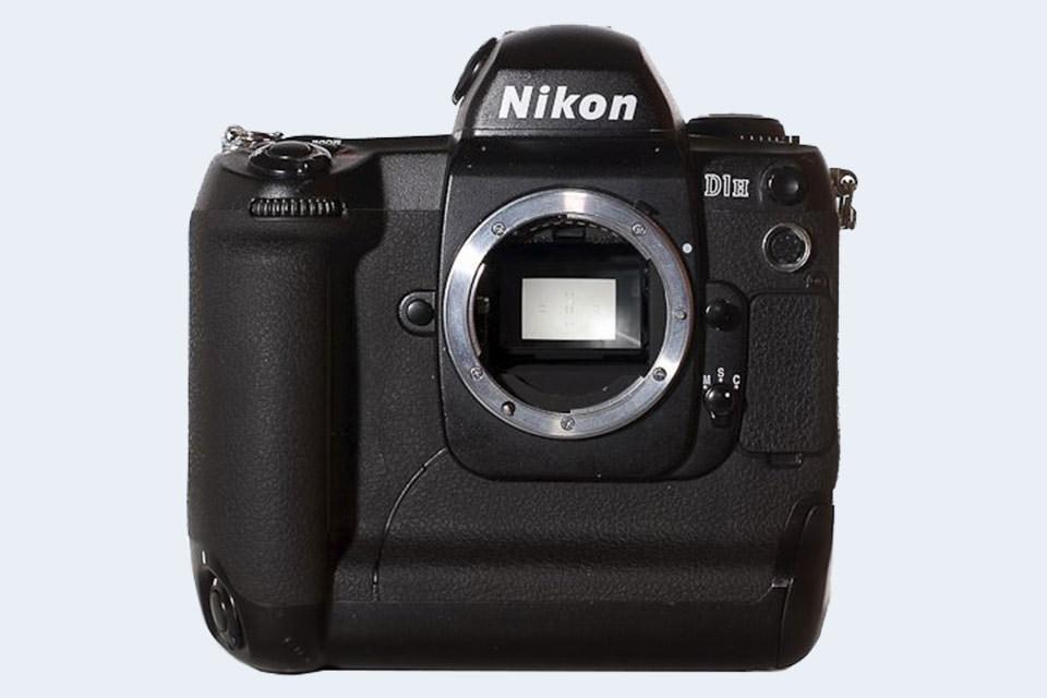 Nikon D2H vs Nikon D2X Comparison Review