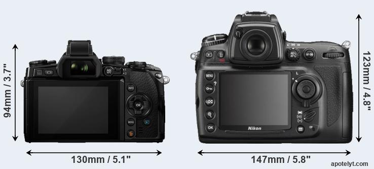 E-M1 and D700 rear side